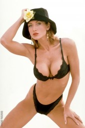 Toni - nude in a hat - Toni